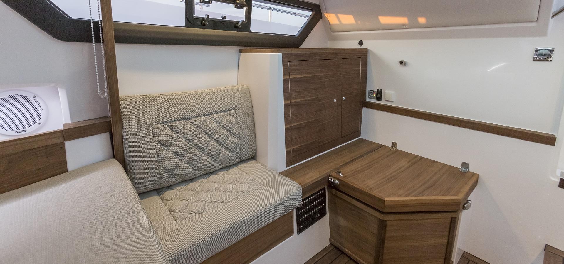 Axopar 37 Cabin 1